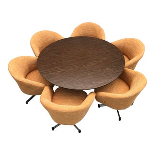 "Viko Baumritter 60"" Round Table With Tulip Base & Pod Chairs For Sale"