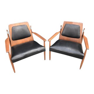 Mid Century Pair of Lounge Chairs by Selrite Furniture For Sale