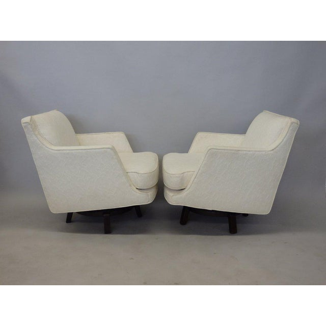 Americana Pair of White Edward Wormley for Dunbar Swivel Lounge Chairs For Sale - Image 3 of 7
