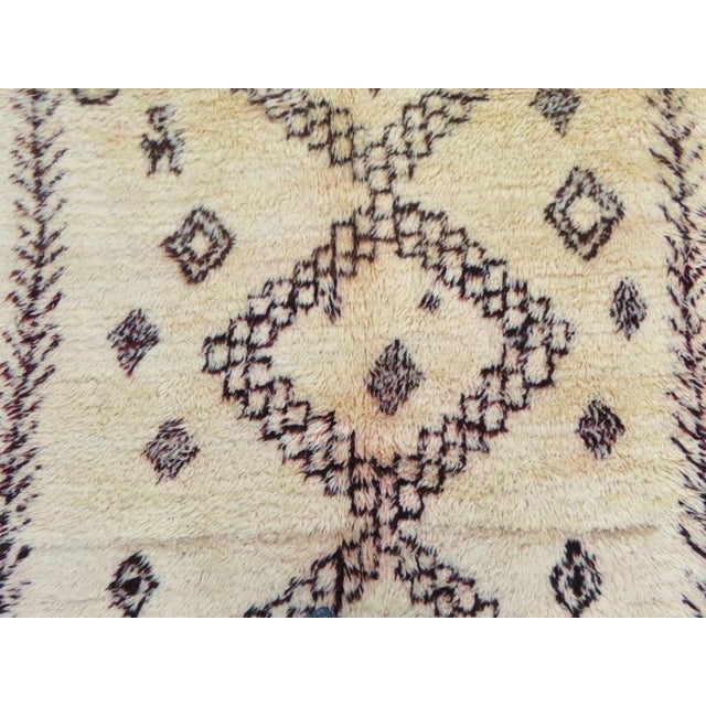 Vintage Moroccan Marmoucha Rug - 6′ × 10′2″ For Sale - Image 5 of 11