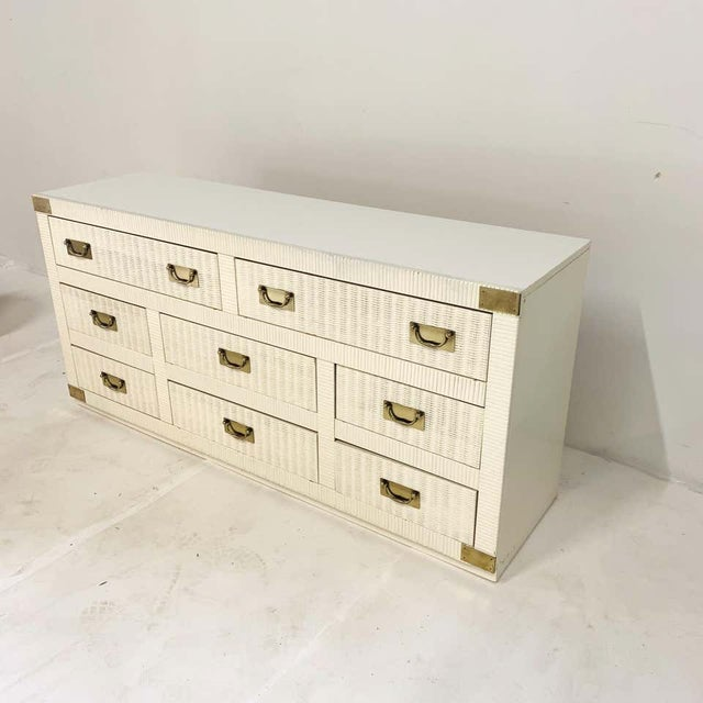 Midcentury Hollywood Regency Palm Beach White Wicker & Brass 8-Drawer Campaign Dresser For Sale - Image 4 of 7