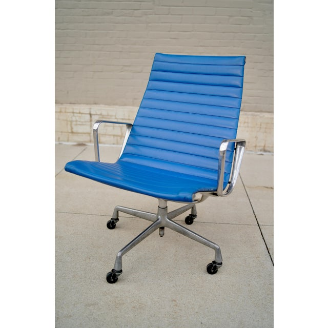 1950s Vintage Herman Miller Eames Aluminum Group Lounge Chair For Sale - Image 10 of 10