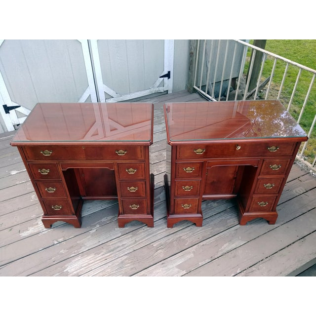 Hickory Chair Mahogany Mount Vernon Bureau Tables - a Pair For Sale - Image 12 of 13