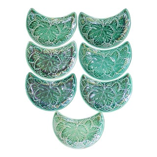 (Set of 8) 1950s English Traditional Wedgwood Majolica Crescent Plates For Sale