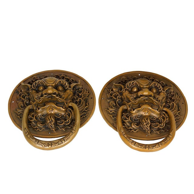 Early 20th Century Vintage Chinese Old Fashion Brass Foo Dog Door Knob/Bells - a Pair For Sale - Image 5 of 7
