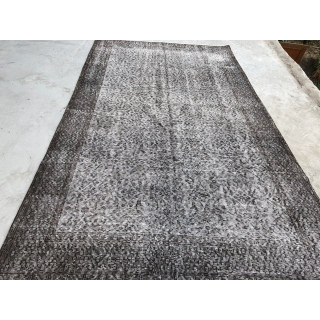 Boho Chic 1960s Vintage Turkish Distressed Gray Carpet - 5′4″ × 9′6″ For Sale - Image 3 of 11
