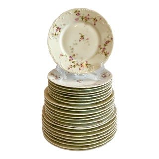 White Floral Haviland Limoges France Schleiger 339b Plates – Set of 24 For Sale