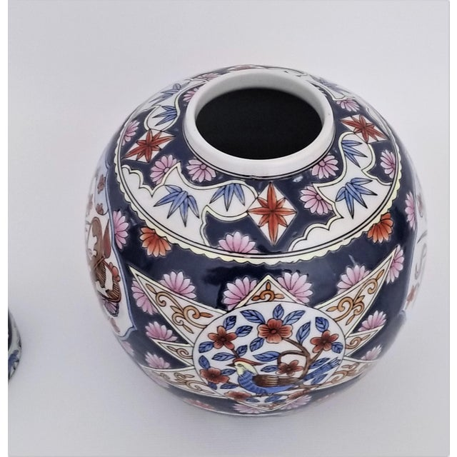 1980s Chinese Famille Rose Porcelain Ginger Jar - Asian Palm Beach Boho Chic Chinoiserie Mid Century Modern For Sale - Image 5 of 12