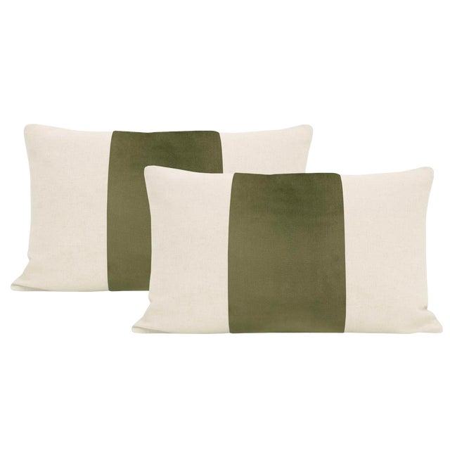 "12"" X 18"" Bayleaf Velvet Panel & Linen Lumbar Pillows - a Pair For Sale"