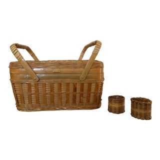 Mid-Century Small Picnic Basket With Napkin Rings - 3 Pieces For Sale