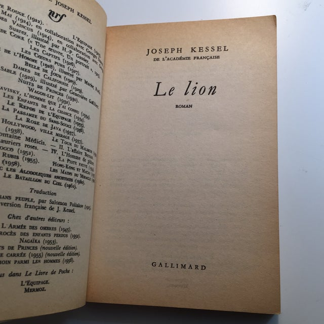 French Le Lion Vintage French Paperback Book 1958 For Sale - Image 3 of 6