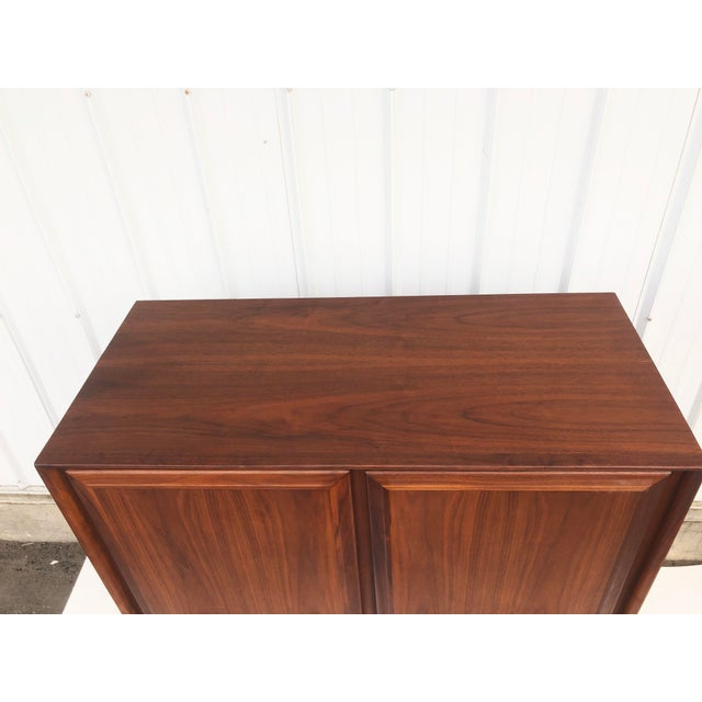 Mid-Century Armoire Dresser by Dillingham For Sale In New York - Image 6 of 12