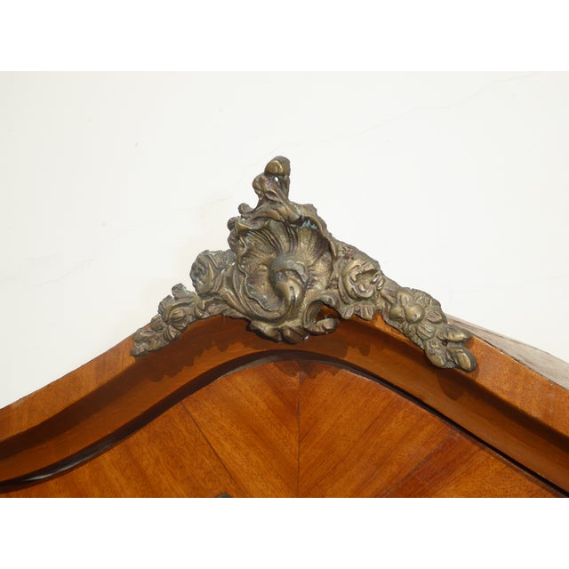 Vintage French Provincial Curio Cabinet Display Case Vitrine W Burlwood and Ormalu For Sale In Los Angeles - Image 6 of 13
