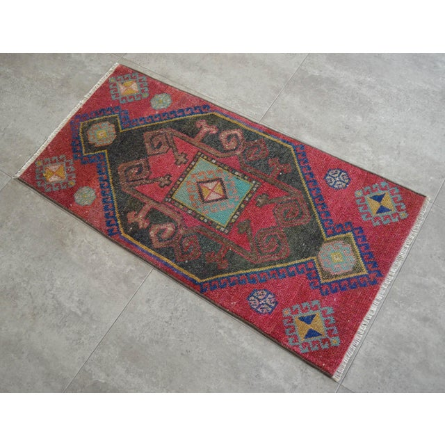 a Vintage roof terracotta background color yastik rug perfect for a small guest bath or in front of the kitchen sink...