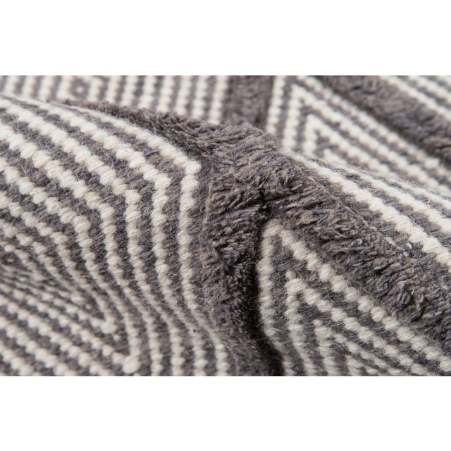 "Erin Gates by Momeni Langdon Spring Charcoal Hand Woven Wool Area Rug - 90"" x 114"" For Sale - Image 4 of 7"