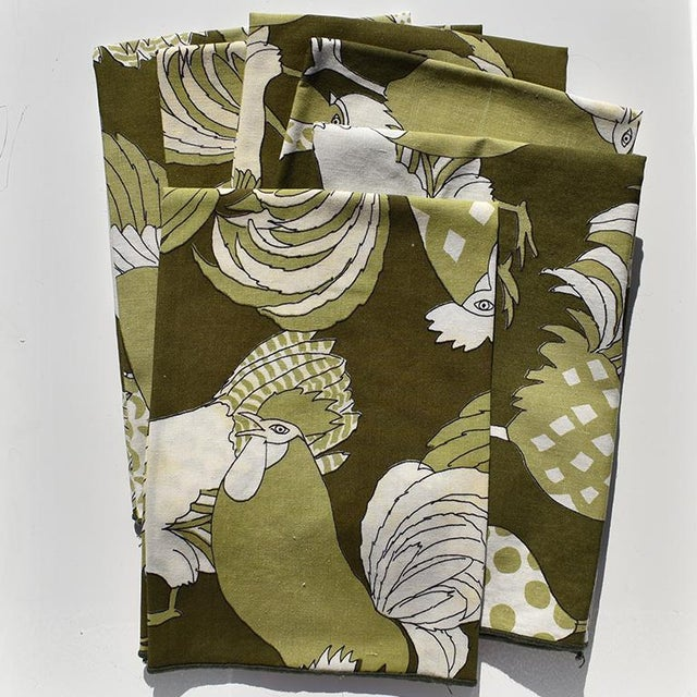 20th Century Green Cloth Dinner Napkins With Figural Birds - Set of 6 For Sale - Image 4 of 4