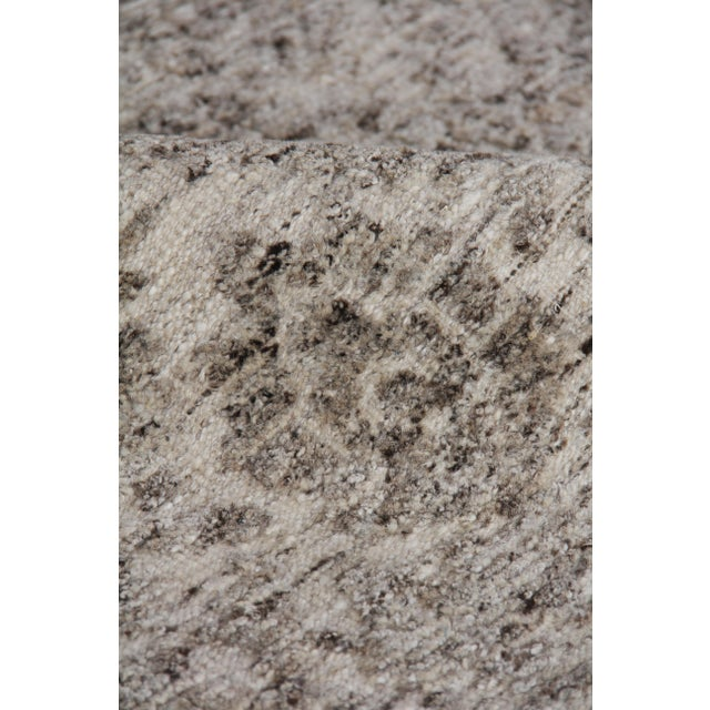 """Sens Hand knotted Wool/Viscose Ivory/Gray Rug-8'x10'"""" For Sale In Los Angeles - Image 6 of 8"""