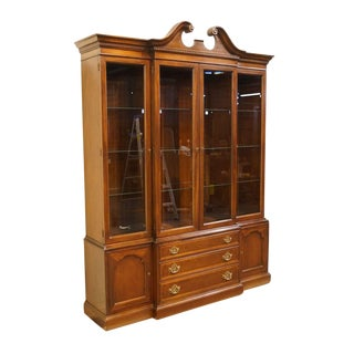 20th Century Traditional Hickory Furniture American Masterpiece Collection Mahogany Breakfront China Cabinet For Sale