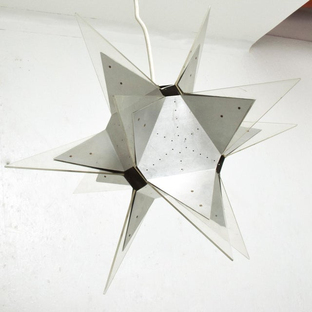 Mid-Century Modern Aluminium and Plexiglass Moravian Star Pendant Lamp, 1960s For Sale In San Diego - Image 6 of 7