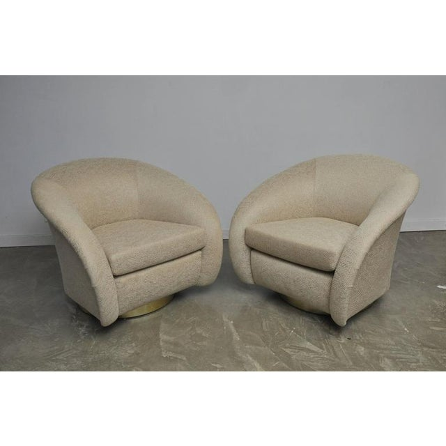 Mid-Century Modern Pair of Milo Baughman Swivel Chairs on Brass Bases For Sale - Image 3 of 8