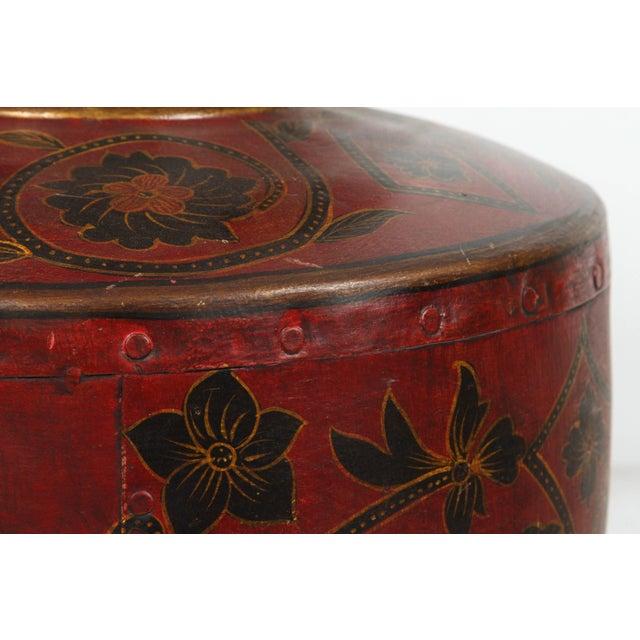 Kashmiri Indo-Raj Red Hand-Painted Metal Jar Vessel For Sale In Los Angeles - Image 6 of 8