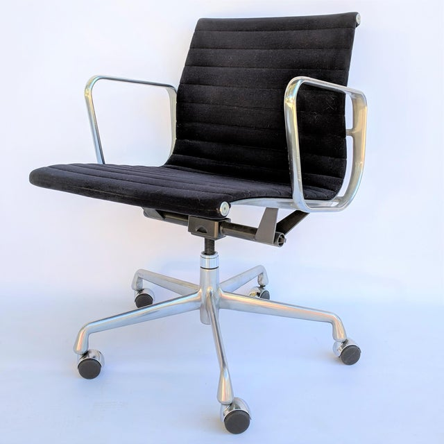 Aluminum Vintage Eames for Herman Miller Aluminum Group Management Chair For Sale - Image 7 of 7