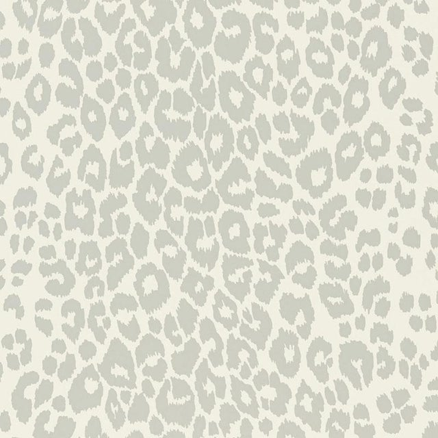 Contemporary Sample - Schumacher Iconic Leopard Pattern Animal Print Wallpaper in Cloud Grey For Sale - Image 3 of 5