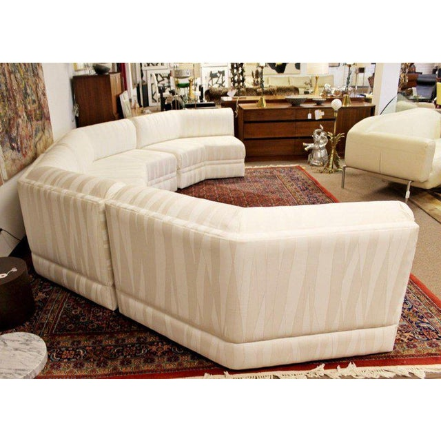 Thayer Coggin Mid-Century Modern Four-Piece White Octagon Sectional Sofa Baughman, 1970s For Sale - Image 4 of 13