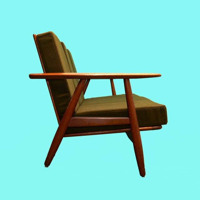 Original Hans Wegner GE-240 cigar sofa. Teak frame in excellent condition. Produced by GETAMA, 1960s.
