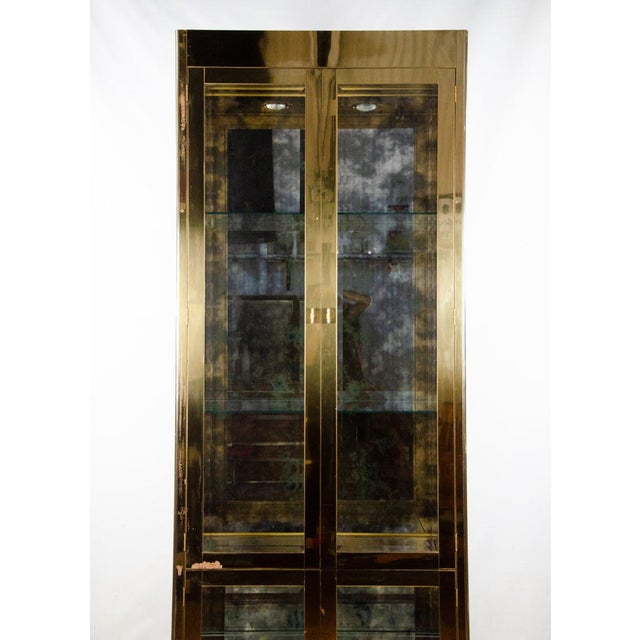 1960s 1960s Mastercraft Brass and Glass Lighted Display Cabinet For Sale - Image 5 of 13