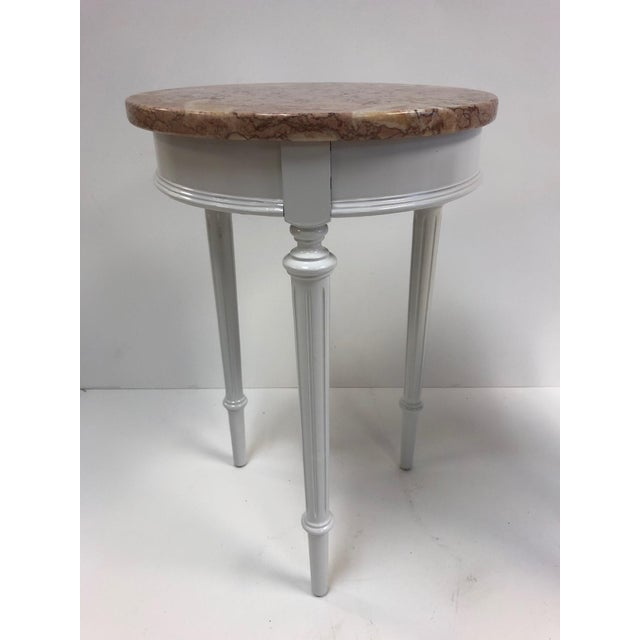 Hollywood Regency Pair Hollywood Regency Marble Top Side Tables For Sale - Image 3 of 7