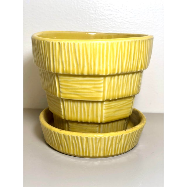 """McCoy Pottery 1940s - 1960s Medium """"Yellow"""" Mid-Century Flowerpot and Saucer For Sale In Los Angeles - Image 6 of 6"""