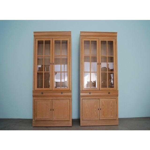 Art Deco 1980s Hollywood Regency Bernhardt Display Cabinet For Sale - Image 3 of 12