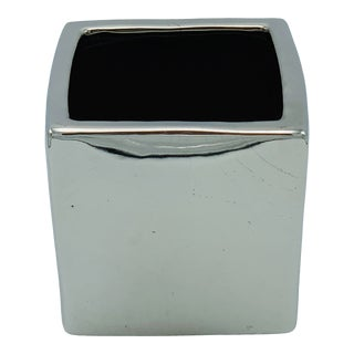Modern Metallic-Mirrored Silver Cube Cachepot For Sale