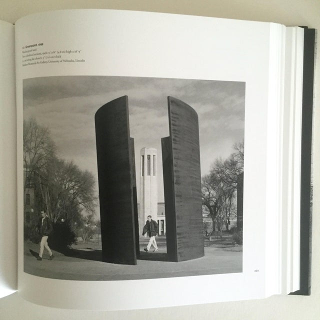 """""""Richard Serra Sculpture : Forty Years """" Rare Moma Exhibition Hardcover 1st Edtn Book For Sale In New York - Image 6 of 10"""