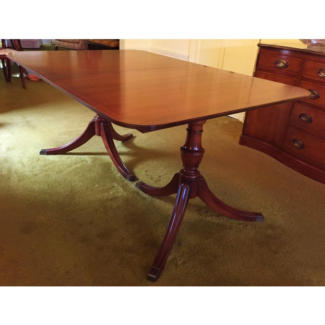 Hollywood Regency Henredon Heritage Regency Style Dining Table and Chairs - Set of 7 For Sale - Image 3 of 7