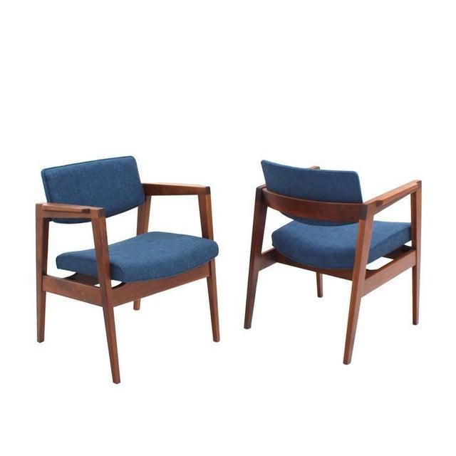 Gunlocke Set of 4 Solid Walnut Newly Upholstered Gunlocke Chairs For Sale - Image 4 of 11
