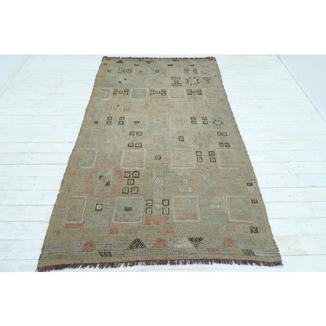 "Textile Vintage Turkish Kilim Rug-5'3'x8'11"" For Sale - Image 7 of 13"