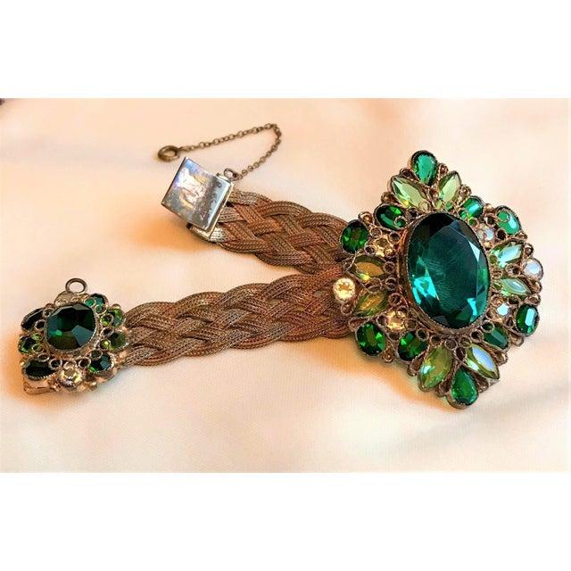 1940s Hobé Emerald Green Jeweled Bracelet For Sale - Image 4 of 7