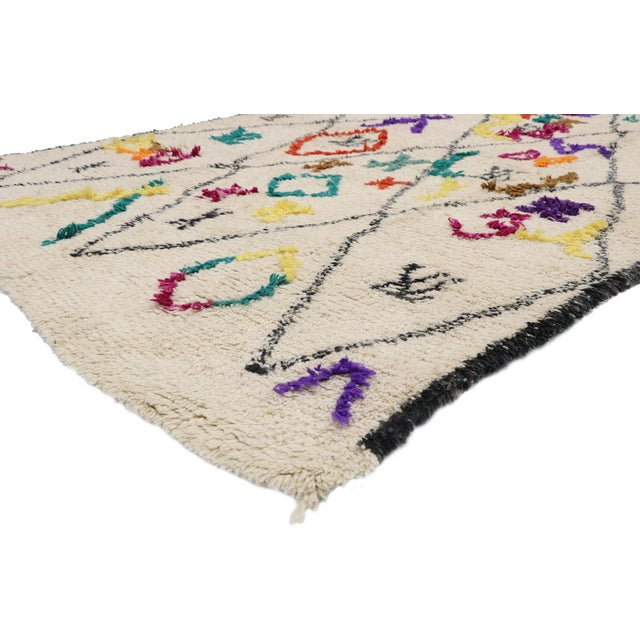 21031 Contemporary Berber Moroccan Azilal Rug with Boho Tribal Style and Cozy Hygge Vibes 06'03 x 09'01. This hand-knotted...
