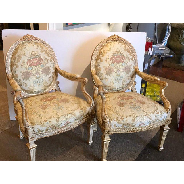 Louis XVI Pair of Louis XVI Style Carved Giltwood Bergère Chairs With Scalamandre Fabric For Sale - Image 3 of 13