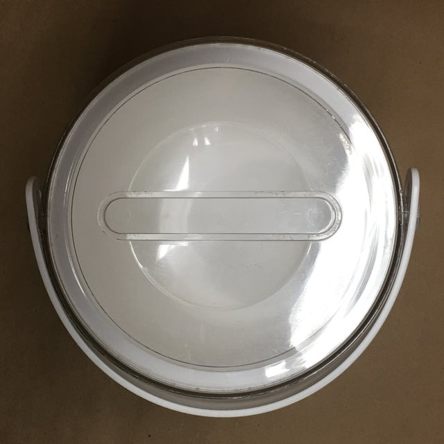 Dorothy Thorpe 1980s Sally Designs Clear Lucite Ribbed Ice Bucket For Sale - Image 4 of 8