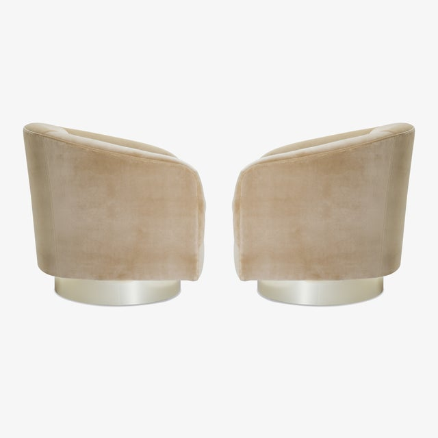 Mid-Century Modern Swivel Tub Chairs in Camel Velvet With Polished Brass Bases, Pair For Sale - Image 3 of 10