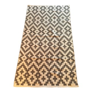 Gray & White Cotton Handwoven Rug - 3′ × 5′ For Sale