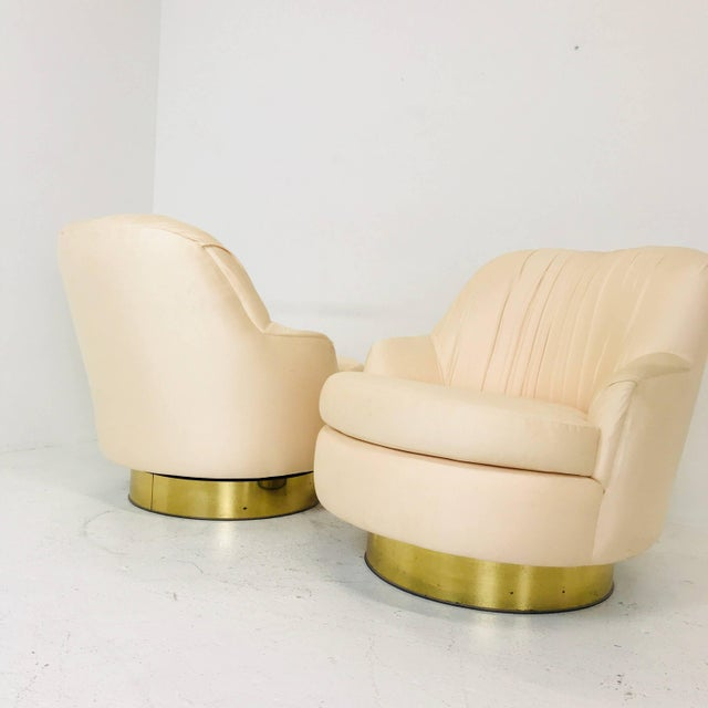 Mid 20th Century Pair of Vintage Peach Milo Baughman Swivel Chairs With Brass Plinths For Sale - Image 5 of 8