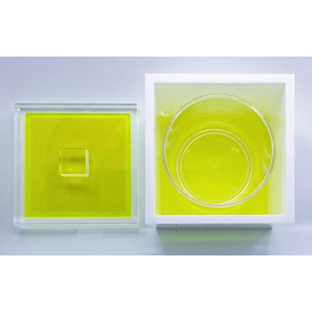Neon Tinsley Mortimer Fluorescent Neon Yellow and White Lucite Ice Bucket With Lid - Contemporary For Sale - Image 7 of 13