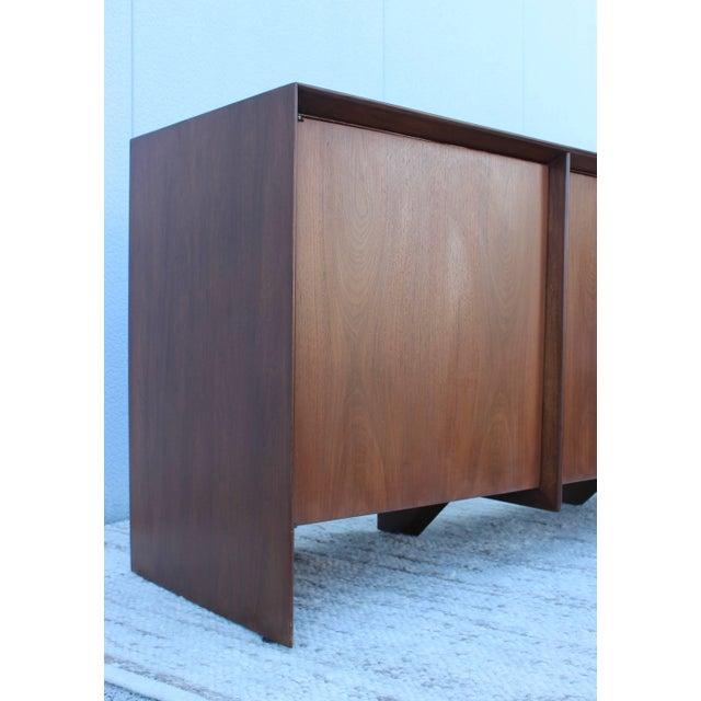 Brown Robsjohn-Gibbings Modernist Walnut Credenza For Sale - Image 8 of 13