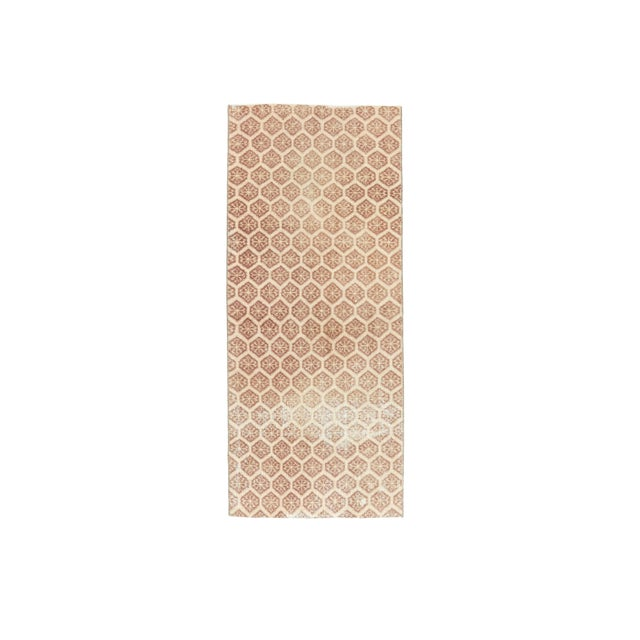 1960s Honeycomb Neutral Ivory Turkish Hand-Knotted Runner For Sale - Image 10 of 10