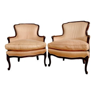 Late 20th Pair of French Louis XV Style Bergere Chairs For Sale