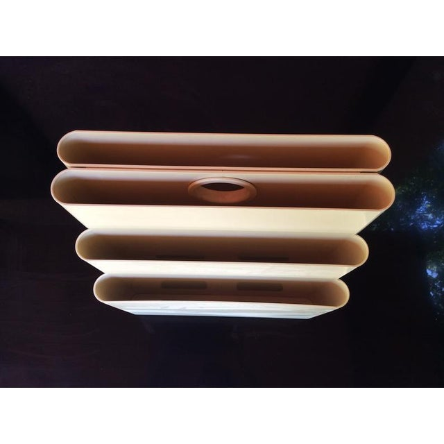 1970s Giotto Stoppino for Kartell Off-White/Cream, Mid-Century Modern Magazine Rack With 6 Compartments For Sale - Image 5 of 10